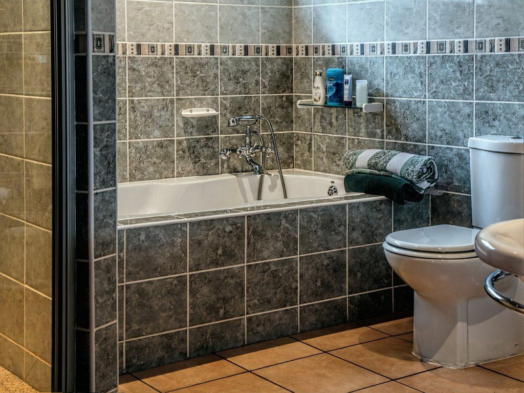 Okładziny – następca glazury na ścianę w łazience?